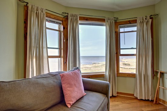 The Inn on Pamlico Sound: Primrose (bay window overlooking the water)