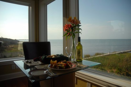 The Inn on Pamlico Sound: Breakfast is always included at our signature restaurant, Cafe Pamlico