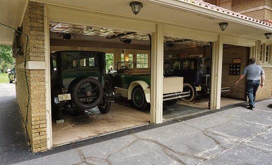 Kokomo, IN: Garage