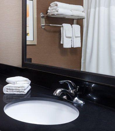 Galesburg, Ιλινόις: Guest Bathroom Vanity