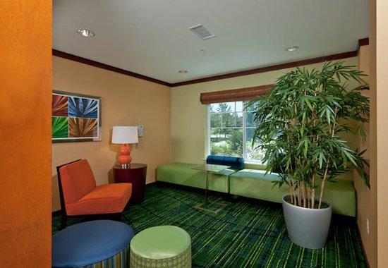 Brunswick, ME: Lobby Sitting Area