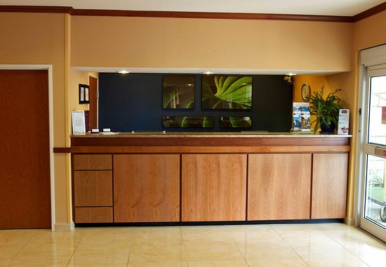 Beloit, WI: Front Desk