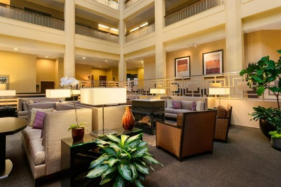 Embassy Suites North Shore / Deerfield: Lobby