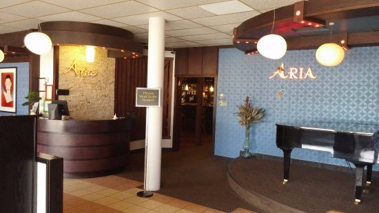 Vermilion, Kanada: Serves Western & Asian cuisine.Popular : Thursday Rib Buffet & Steak. Restaurant,Lounge,Karaoke,