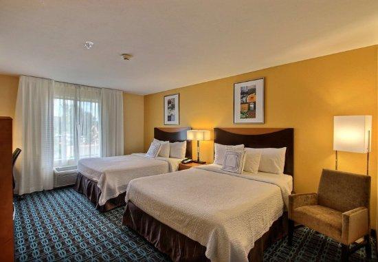 Oak Creek, WI: Queen/Queen Guest Room