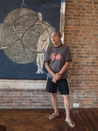 Haverstraw, Nova York: An Owner and His Artwork