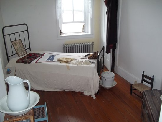 The Hudson-Athens Lighthouse: Second Floor Bedroom