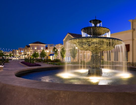 The Westin Huntsville: Bridge Street Town Centre Fountain - Huntsville