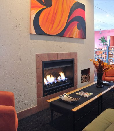 Midrand, South Africa: Lobby Fireplace