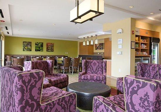 Ridgeland, MS: Lobby – Sitting Area