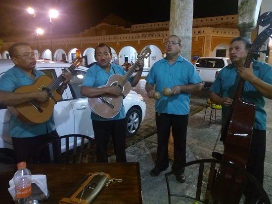 Cafe Restaurante Los Arcos : TA_IMG_20170812_214439_large.jpg