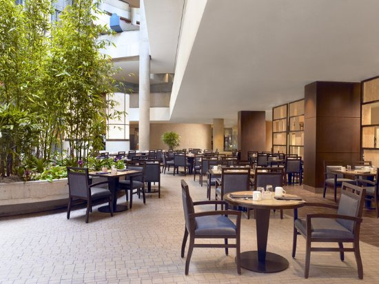 The Westin Bonaventure Hotel & Suites: Lakeview Bistro
