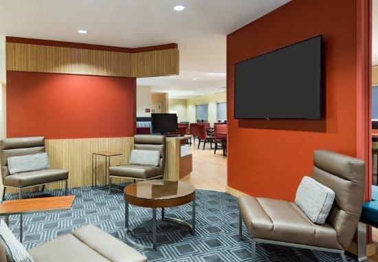 Latham, NY: Lobby Lounge