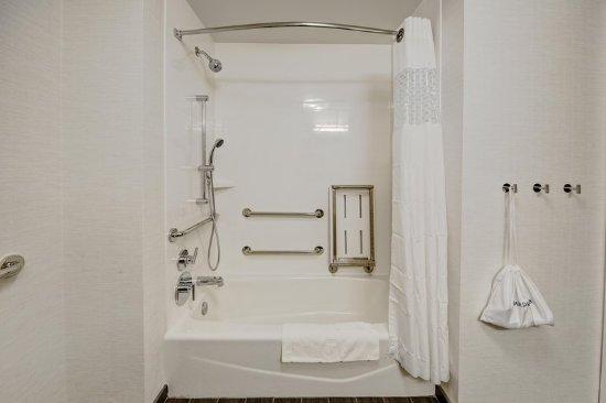 Germantown, TN: Accessible Tub