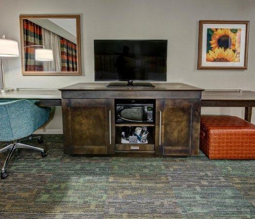 Germantown, TN: Microwave, refrigerator, and TV