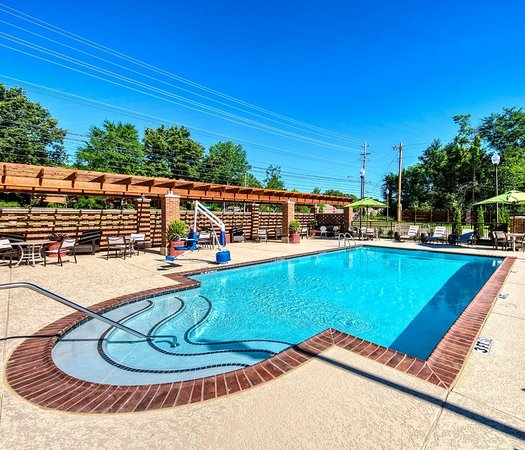 Germantown, TN: Pool and Patio