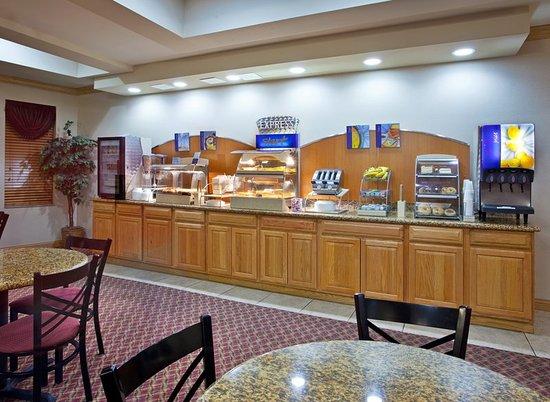 Utica, MI: Breakfast Area