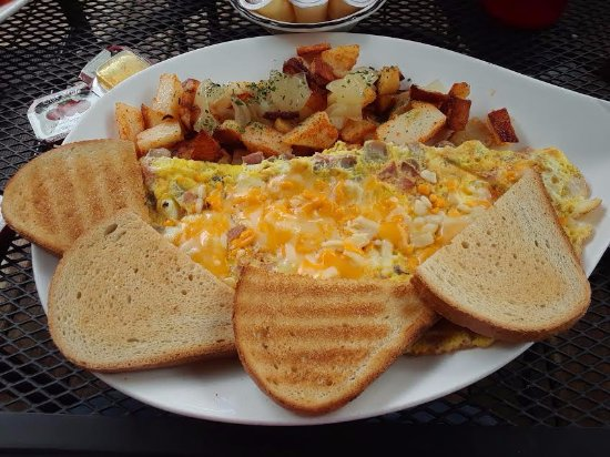 Fort Erie, Canada: Ham, Mushroom and Cheese Omelet