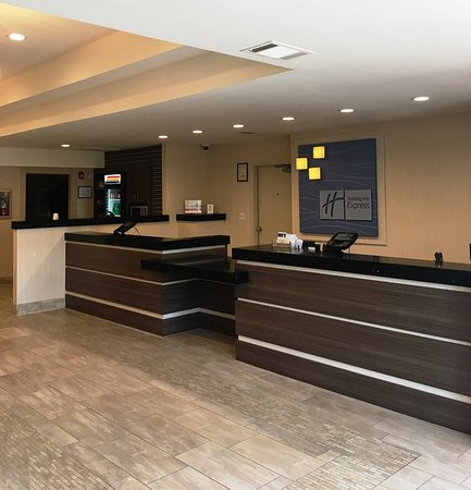 Colton, CA: Front Desk