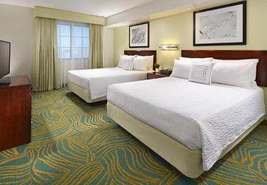 Hesperia, Калифорния: Queen/Queen Suite – Sleeping Area