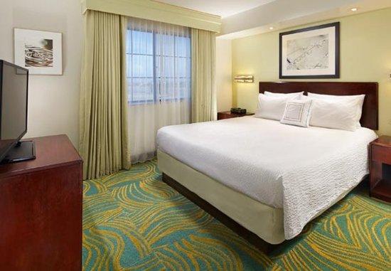 Hesperia, Калифорния: King Suite – Sleeping Area
