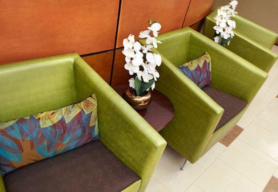 Hesperia, كاليفورنيا: Lobby Seating Area