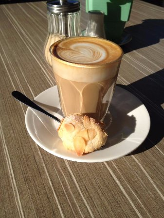Hastings Point, Австралия: Not just great coffee, but beautiful weather and food also!