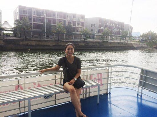 Hai Phong, Vietnam: Korean-Ms. Lee in Ha Long bay