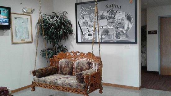 Salina, KS: Beautiful handcrafted swing in lobby