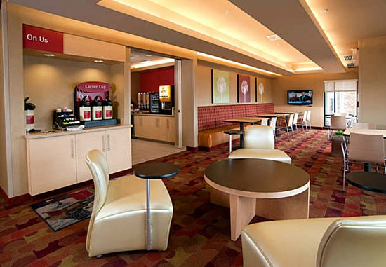 TownePlace Suites Fort Wayne North: Dining Area