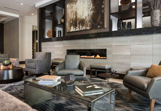 Edgewater, NJ: Lobby Fireplace and Seating Area