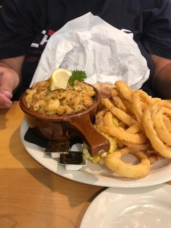 York, ME: Lobster mac and cheese