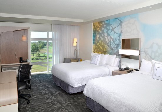 Canfield, OH: Queen/Queen Guest Room - Golf View