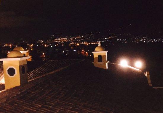 San Antonio De Belen, Costa Rica: Vista al sur de las montañas de San José desde el sexto del hotel. Espectacular vista tanto de d