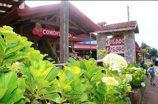 Fraijanes, Costa Rica: Restaurant entrance!