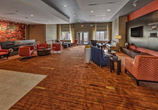 Westbury, NY: Lounge