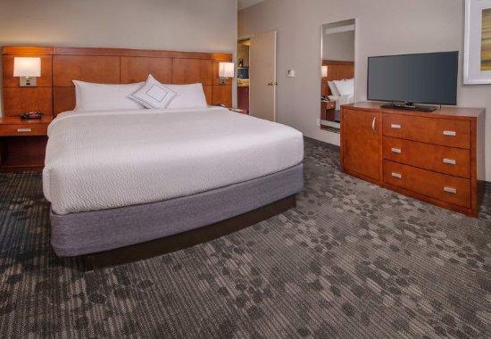 Dulles, VA: King Suite - Sleeping Area