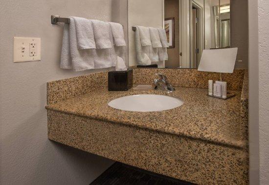 Dulles, VA: Guest Room - Vanity