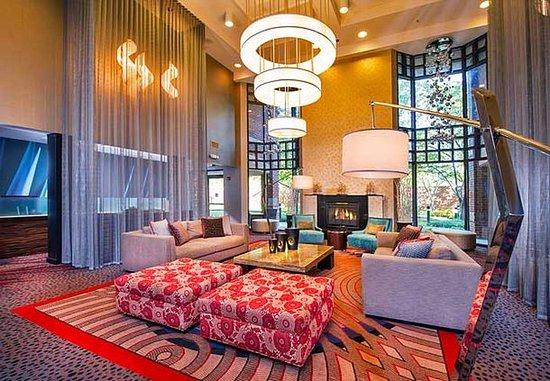 Dulles, VA: Lobby Fireplace