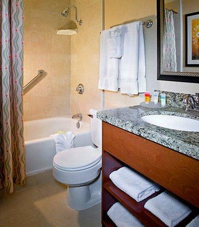 Monrovia, CA: Guest Room Bathroom
