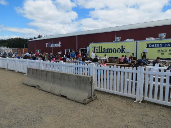 Tillamook, OR: Crowds and more crowd inside and out