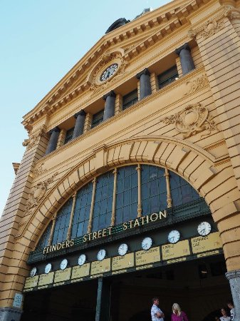 how to go to flinders street station