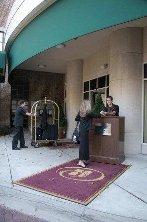 Hilton Madison Monona Terrace: Hotel Entrance