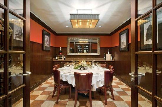 Hilton Madison Monona Terrace: Capitol Chophouse Wine Room