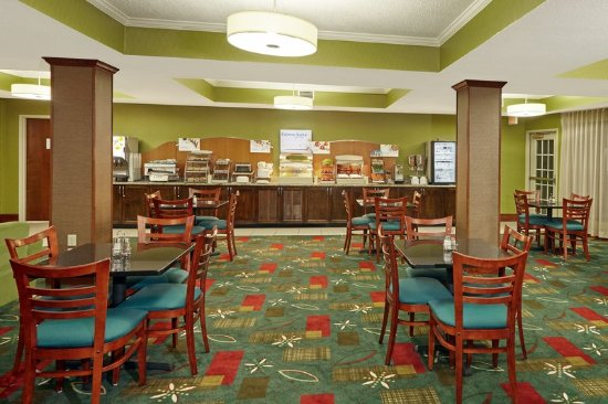 Holiday Inn Express Hotel & Suites Buford: Breakfast Area