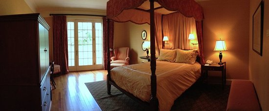 South Boston, VA: Deluxe Queen Guestroom