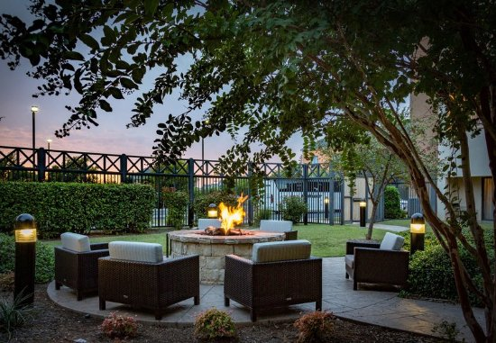 Norman, OK: Outdoor Courtyard & Fire Pit