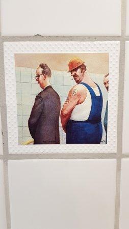 Ammos: Fliesen Auf Der Herrentoilette