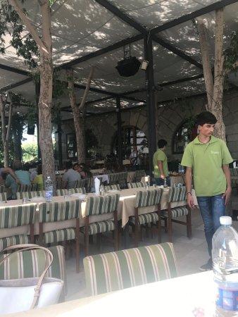 Kfardebian, Libanon: Outdoor seating