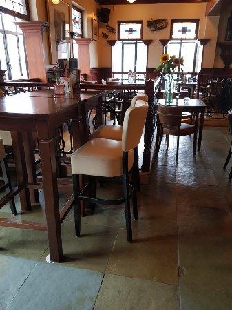 Beneden-Leeuwen, هولندا: le bar